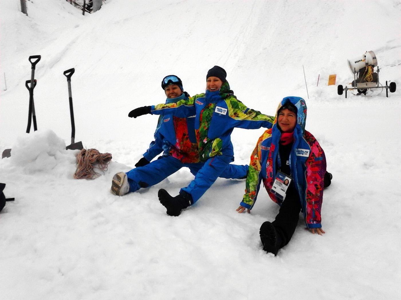 26-01-2014 . Аля справа - возраст более 60, кандидат в мастера спорта по альпинизму. Каждое лето в горах. По профессии пианистка