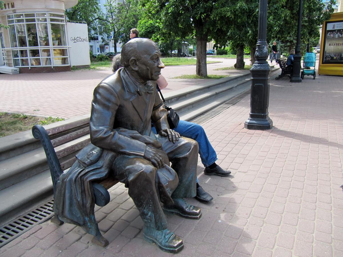 Евстигнеев - тоже знаменитость Нижнего, там учился, играл в театре